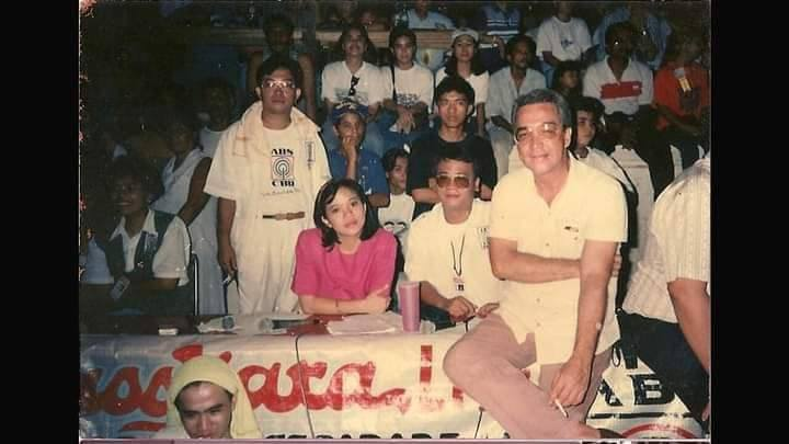 Nick Lizarea, standing with media vest, with ABS CBN Bacolod talents, among them Rodolfo Alvarez (right) , the first host of Pulso Sa Kwatro, and Harold Limbo seated next to Alvarez. | Photo courtesy of Harold Limbo used with permission