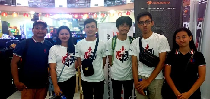 Team Jobancom E-sports headed team owner Mr. Joner Baniel(in blue hat), Nikki Baniel (IGN: nikks), Jodel Delar( IGN: delusion), Ron Gabriel Apostol(IGN: defiance), Jan Piolo Posadas(IGN: Flex), and Christine Danlag(General Manager). During the Negros Cyber Expo 2019 at 888 Chinatown Square Premier. | Photo and text by Richard D. Meriveles