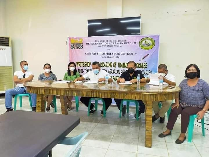 Signing of the Memorandum of Agreement between Central Philippines State University and the Department of Agrarian Reform - Negros Occidental 2. Photo furnished by Reymund Titong