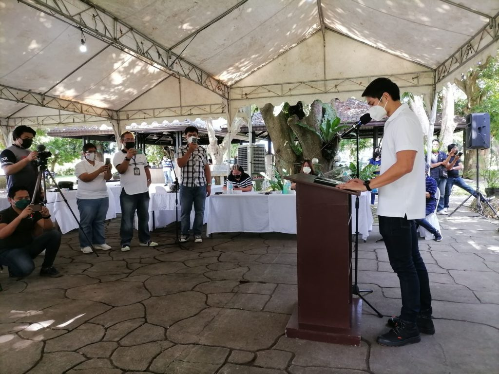 JAVI BENITEZ announces his plan to run as Victorias City mayor at their family's fishpond in the northern Negros city.   Photo by Julius Mariveles.