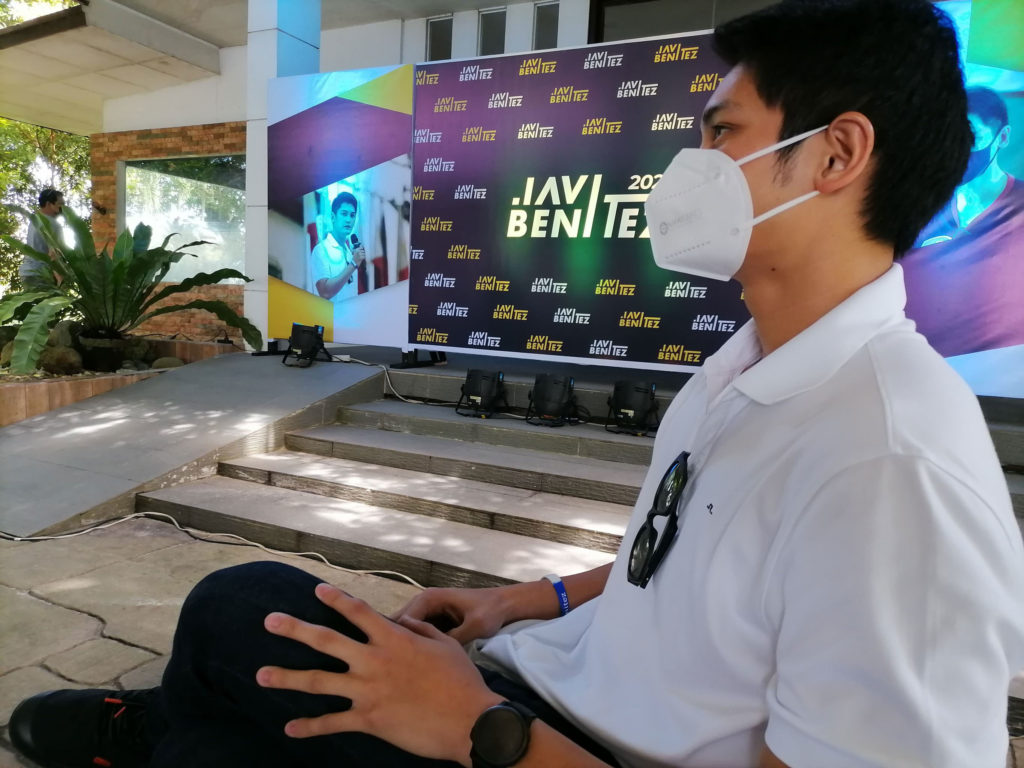 JAVI BENITEZ waits to be introduced by his publicist during his announcement of his plans to run as Victorias City mayor.   Photo by Julius Mariveles.